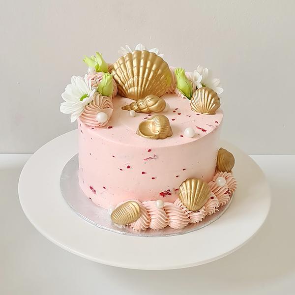 Seashell Cake with Fresh Berries  |  £60