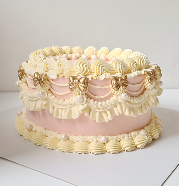 Shell and piping cake | £65
