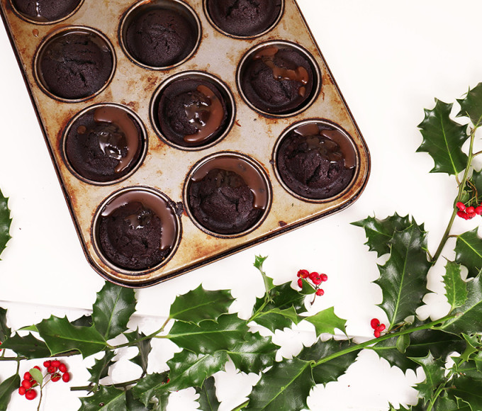 chocolate-cakes-with-baileys-salted-caramel