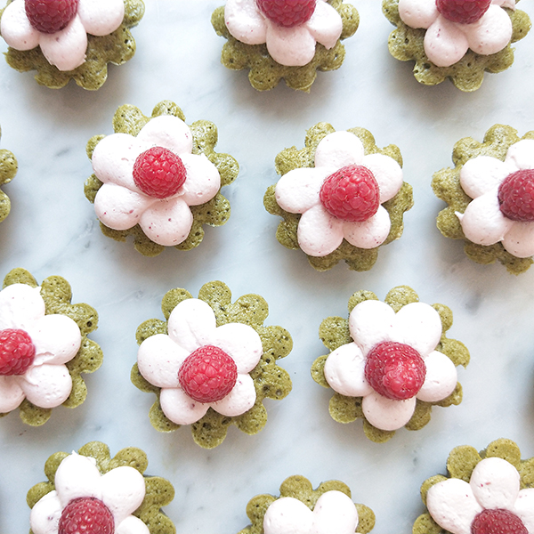 Matcha tea cakes with raspberry