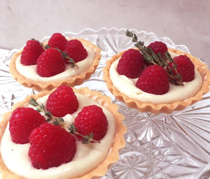 raspberry custard tarts