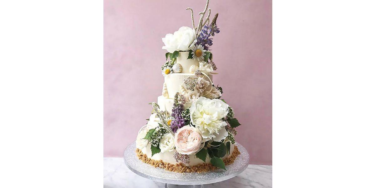 lily vanilli bespoke wedding cake